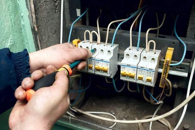 Đội ngũ thợ sửa điện của chúng tôi phải có bằng cấp, chứng chỉ hành nghề, cùng với thời gian đào tạo quy trình tiêu chuẩn