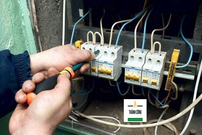 Đội ngũ thợ sửa điện của chúng tôi phải có bằng cấp