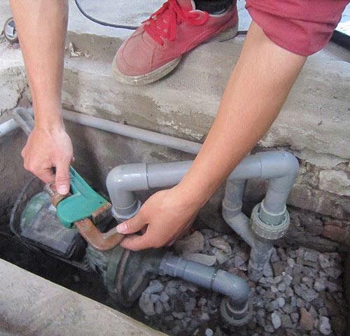 Cách sửa máy bơm nước bị kẹt