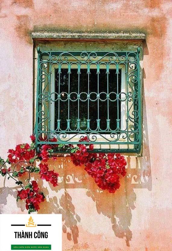 Khung cửa góp phần tạo nên vẻ đẹp thẩm mỹ cửa sắt. (Nguồn Internet)