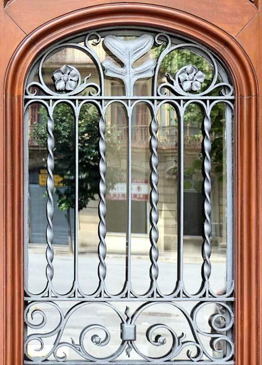 Vẻ đẹp thẩm mỹ tuyệt vời của cửa sổ sắt. (Nguồn Internet)